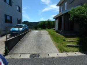 千葉県館山市加賀名ポピーランドの別荘 海一望の物件 海が見える不動産 外に出てここは駐車スペース