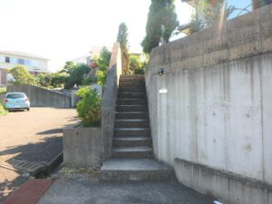 千葉県館山市加賀名の不動産 館山ポピーランドの中古住宅 海一望海が見える物件 こちらがメインの入口です