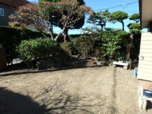 千葉県館山市長須賀の中古住宅 館山の不動産 玄関前の庭も風情がある