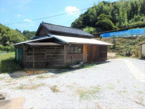 千葉県館山市水岡の古民家 館山田舎暮らし物件 館山の不動産 外回り納屋を見てみます