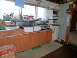 千葉県鴨川市江見吉浦の不動産 中古住宅 海そばの物件 キッチンはこんな感じです