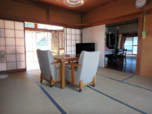 千葉県鴨川市江見吉浦の不動産 中古住宅 海そばの物件 DK隣接の居間です