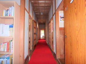 千葉県館山市亀ヶ原の不動産 田舎暮らし物件 日本家屋 奥の部屋へと進みます