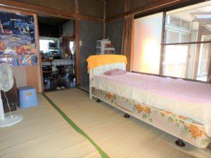 千葉県鴨川市江見吉浦の不動産 中古住宅 海そばの物件 陽の入る6帖間です