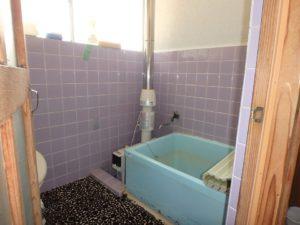 千葉県鴨川市江見吉浦の不動産 中古住宅 海そばの物件 レトロな浴室です