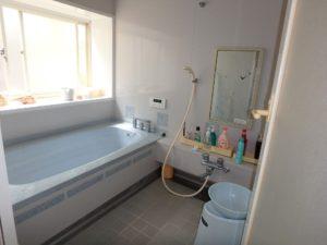 千葉県館山市浜田の不動産 海が見える別荘 海一望の物件 清潔感ある明るいバスルーム