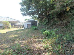 千葉県鴨川市江見吉浦の不動産 中古住宅 海そばの物件 東側が更に高い土地