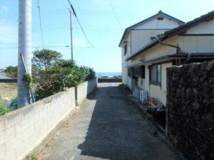 千葉県鴨川市江見吉浦の不動産 中古住宅 海そばの物件 海に向かってみます