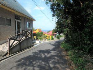 千葉県館山市浜田の不動産 海が見える別荘 海一望の物件 接道のようす