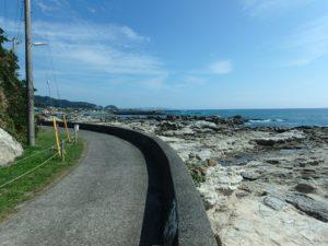 千葉県鴨川市江見吉浦の不動産 中古住宅 海そばの物件 散歩するのも楽しそう