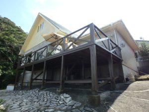 千葉県館山市浜田の不動産 海が見える別荘 海一望の物件 大きなウッドデッキが特徴的