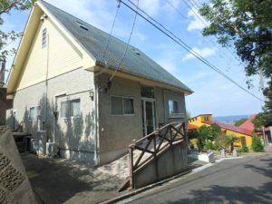 千葉県館山市浜田の不動産 海が見える別荘 海一望の物件 緩いスロープで玄関に入ります