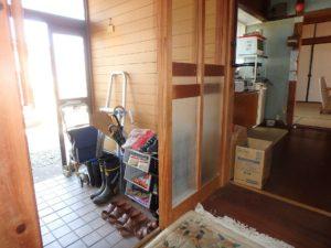 千葉県鴨川市江見吉浦の不動産 中古住宅 海そばの物件 玄関の様子です