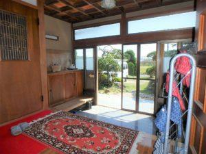 千葉県館山市亀ヶ原の不動産 田舎暮らし物件 日本家屋 陽が入り明るい玄関です