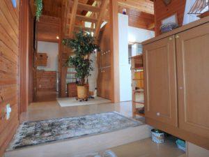 千葉県館山市浜田の不動産 海が見える別荘 海一望の物件 木の温もりある室内