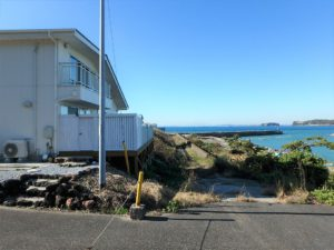 千葉県南房総市高崎の不動産、海前の物件、豪華別荘、ハーバーアイランド岩井、すぐ前は海となります