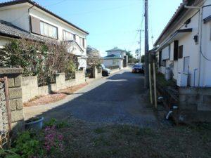 千葉県館山市北条の不動産 館山の土地 住宅用地 間口から接道を見ます