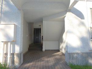 千葉県館山市洲崎の不動産、マンション、洲崎ロイヤルマンション、海の別荘 本物件はB棟の1階に所在