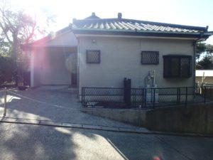 千葉県館山市岡田の不動産、山の中の別荘、田舎移住、玄関前に2台は駐車可能
