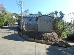 千葉県館山市岡田の不動産、山の中の別荘、田舎移住、東側から見た全景です