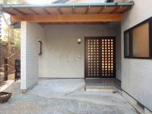 千葉県館山市岡田の不動産、山の中の別荘、田舎移住、中々しっかりとした玄関口です