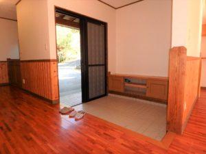 千葉県館山市岡田の不動産、山の中の別荘、田舎移住、広ーい玄関です