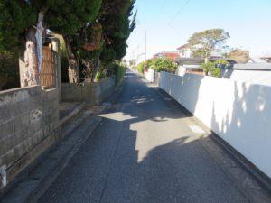 千葉県館山市の不動産,古家付き土地,移住用地,東側の接道です
