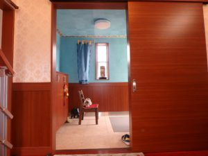 千葉県館山市加賀名ポピーランドの不動産,中古戸建,別荘,菜園付き,贅沢仕様の玄関ですね