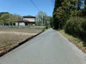 千葉県君津市戸崎の不動産,土地,広大な土地,田舎暮らし,ドッグラン,車の往来が少ない道です