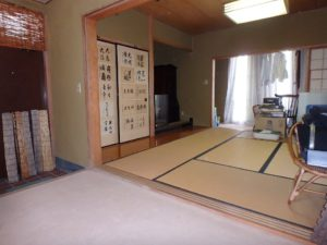 千葉県館山市沼の不動産、中古戸建、別荘、広い敷地、キャンプ用地、海一望、オーシャンビュー、ここは単独に玄関もある