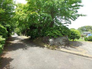 千葉県館山市沼の不動産、中古戸建、別荘、広い敷地、キャンプ用地、海一望、オーシャンビュー、進入路の方に歩きます