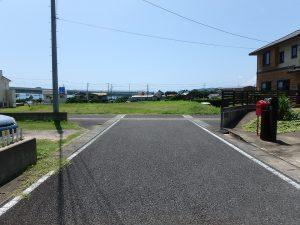 千葉県鴨川市東町の不動産、土地、海一望、マルキポイント前、道路方向から物件見ます