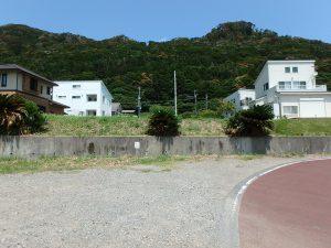 千葉県鴨川市東町の不動産、土地、海一望、マルキポイント前、海側から見ると一段高い