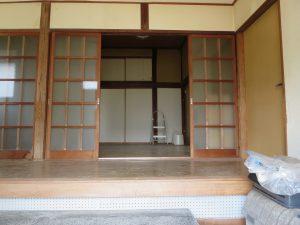 千葉県館山市宮城の不動産、古家付き土地、田舎暮らし、二地域居住、DIY物件、広ーい玄関です