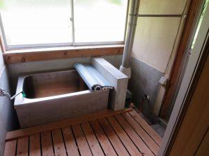 千葉県館山市宮城の不動産、古家付き土地、田舎暮らし、二地域居住、DIY物件、レトロな浴室です