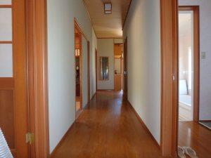 千葉県館山市稲の不動産、中古住宅、平家、移住、田舎暮らし、別荘、重厚感ある室内ですね