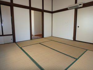 千葉県鴨川市天津の不動産、外房地区、中古住宅、別荘、城崎海岸近く、平家、壁は漆喰かな雰囲気ある