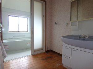 千葉県館山市宮城の不動産、中古住宅、山林、別荘、移住、リモートワーク、二地域居住、洗面脱衣室と浴室です