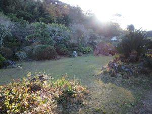 千葉県館山市小原の不動産、古民家、別荘用途、飲食関係、画像左奥の山林も対象地