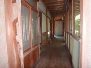 千葉県南房総市富浦町深名の不動産、古民家、富浦インター近く、別荘、移住、田舎暮らし、室内の裏側を通ります