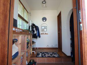 千葉県館山市長須賀の不動産、中古戸建て、築浅、移住、二地域居住、室内は白基調に木の温もり