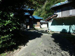 千葉県南房総市富浦町深名の不動産、古民家、富浦インター近く、別荘、移住、田舎暮らし、家屋が見えてきましたね