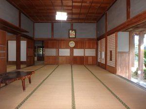 千葉県館山市小原の不動産、古民家、別荘用途、飲食関係、広い客間が迎えます