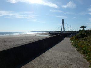千葉県南房総市和田町白渚の不動産、土地、海が目の前、海望む、わだサーフ橋がアクセント