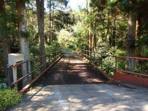 千葉県鴨川市川代の不動産、山林、別荘、キャンプ場用地、まずは橋がお出迎え