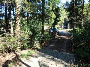 千葉県鴨川市川代の不動産、山林、別荘、キャンプ場用地、せせらぎを聞きながら通過