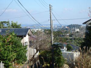 千葉県館山市波左間の不動産、中古別荘、海の近く、コンパクトな建物、回転場から微かに館山湾