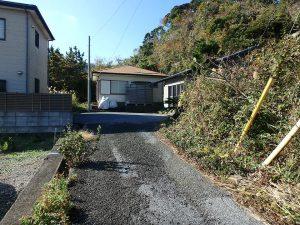 千葉県館山市波左間の不動産、中古別荘、海の近く、コンパクトな建物、進入路の様子