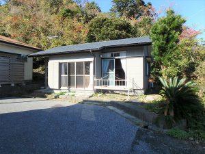 千葉県館山市波左間の不動産、中古別荘、海の近く、コンパクトな建物、海山の自然に囲まれて