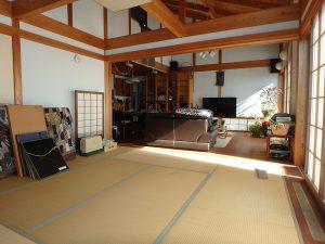 千葉県鴨川市天面の不動産、海が見える家、海前、別荘、吹抜けなので広く感じる